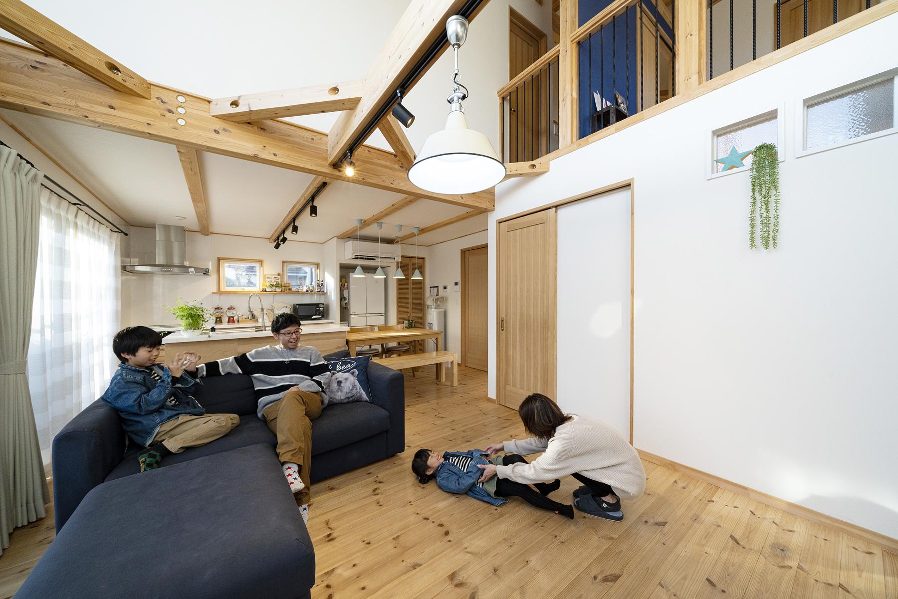 栃木県宇都宮市K様邸|BOOOTS|吹き抜けのあるリビング|ネクストハウスデザイン